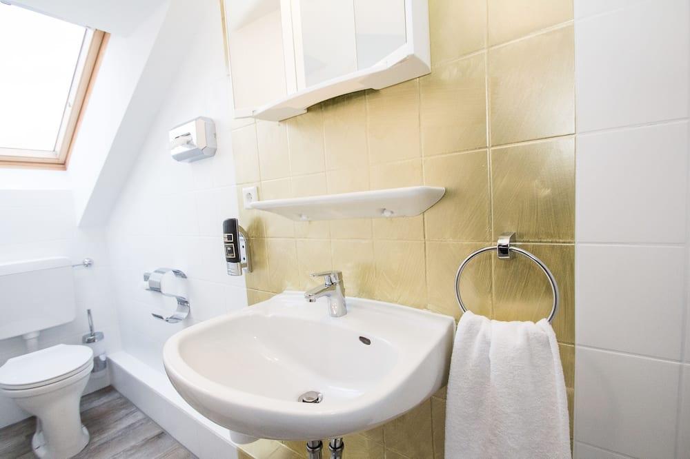 Класичний двомісний номер, з балконом - Ванна кімната