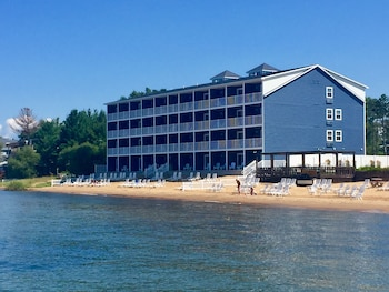 Traverse City bölgesindeki The Baywatch Resort resmi