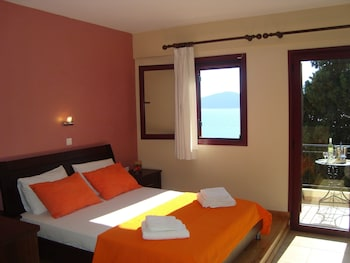 Picture of Mikros Gialos Apartments in Lefkada