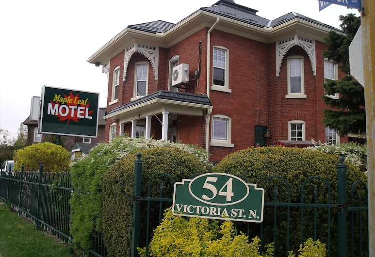 Maple Leaf Motel, Goderich, Property Grounds