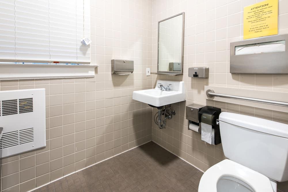 Δωμάτιο, 1 Διπλό Κρεβάτι, Κοινόχρηστο Μπάνιο - Μπάνιο