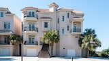 Foto di 12 Whelk Street Steps to the Beach 5 Br home by RedAwning a Hilton Head