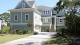 Foto di 18 Sand Dollar Road Oceanfront 7 Br home by RedAwning a Hilton Head