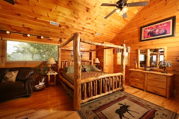 Picture of Chocolate Moose 2 Br cabin by RedAwning in Sevierville