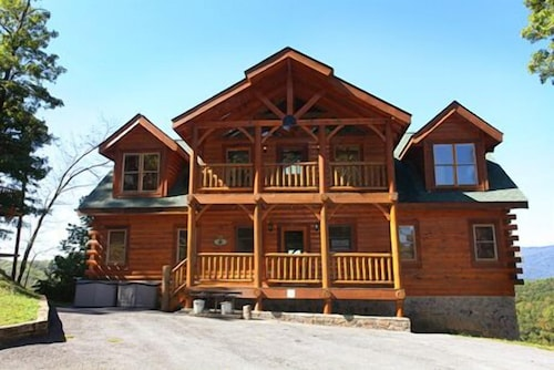 Hullabaloo 4 Br cabin by RedAwning  Pigeon Forge. Book Hullabaloo 4 Br cabin by RedAwning in Pigeon Forge   Hotels com