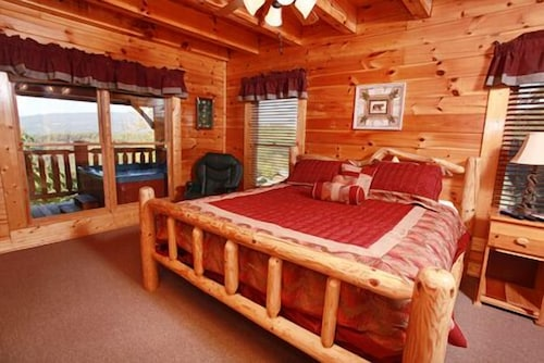 . Book Hullabaloo 4 Br cabin by RedAwning in Pigeon Forge   Hotels com