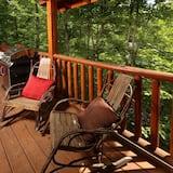 Cabin, 2 Bedrooms, Patio (Mountain Majesty Cabin) - Balcony