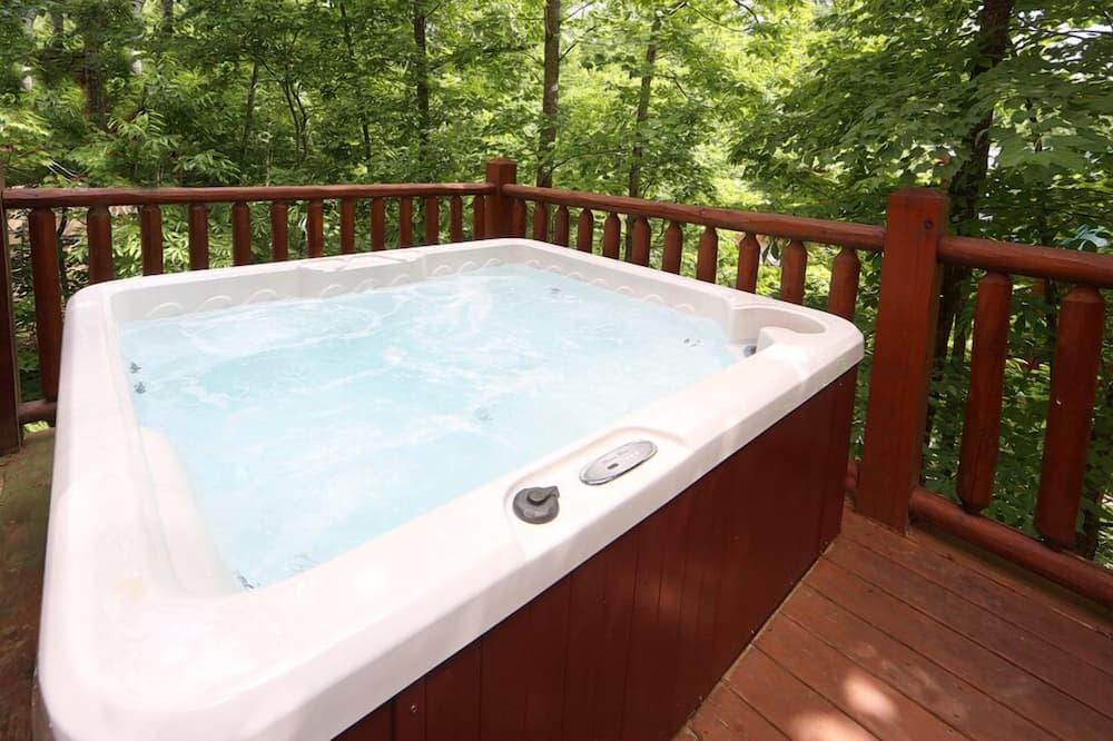 Cabin, 2 Bedrooms, Patio (Mountain Majesty Cabin) - Indoor Spa Tub