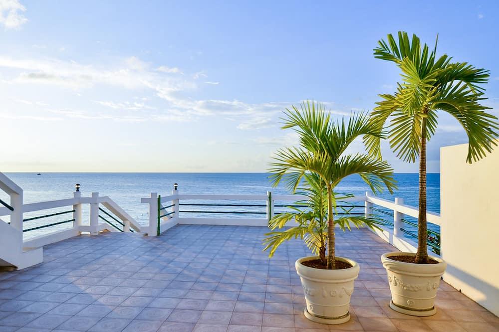 Ocean House with Balcony (Full Ocean View) - Teres/Laman Dalam