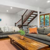 Classic House, 4 Bedrooms - Living Area