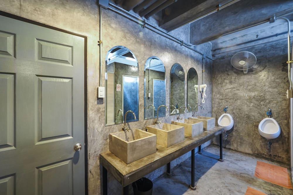 Rodinná izba, spoločná kúpeľňa - Kúpeľňa