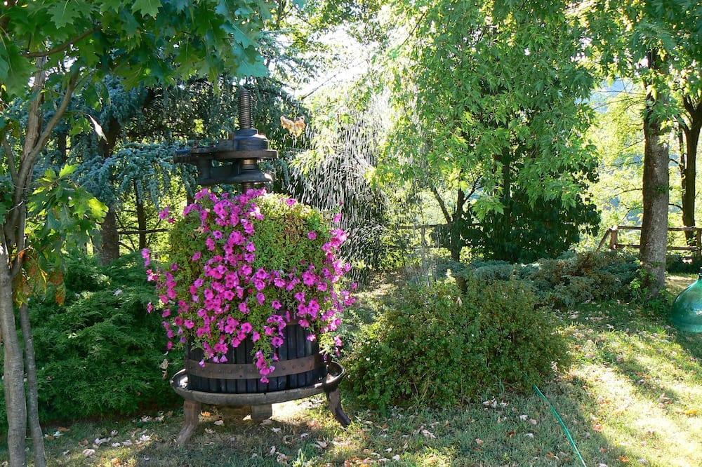 Traditionellt dubbelrum - 1 sovrum - delat badrum (Rosa) - Utsikt mot trädgården