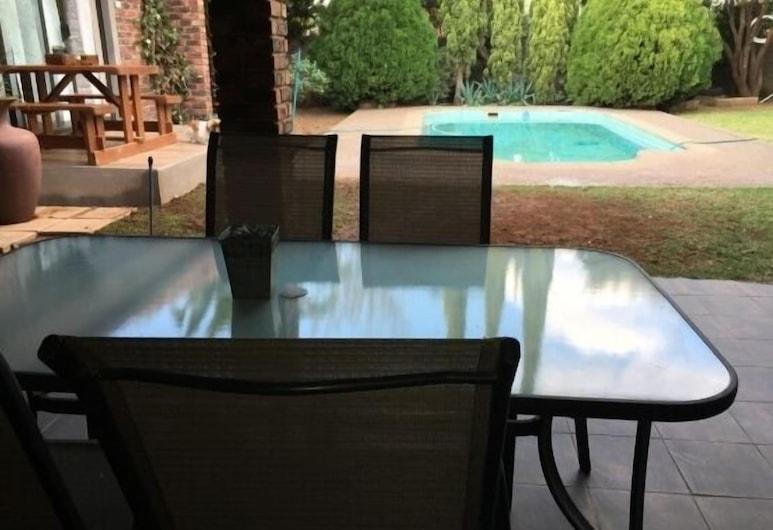 Cura Lodge, Bloemfontein, Terrace/Patio