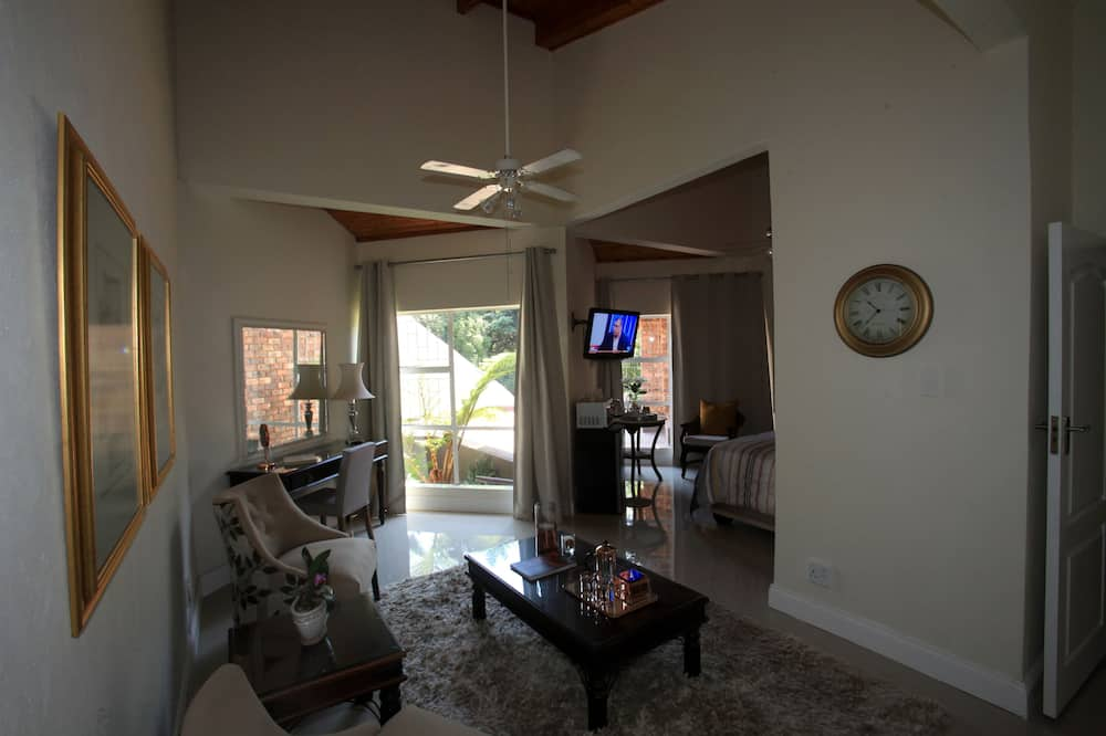 Bach Deluxe Suite - Living Area