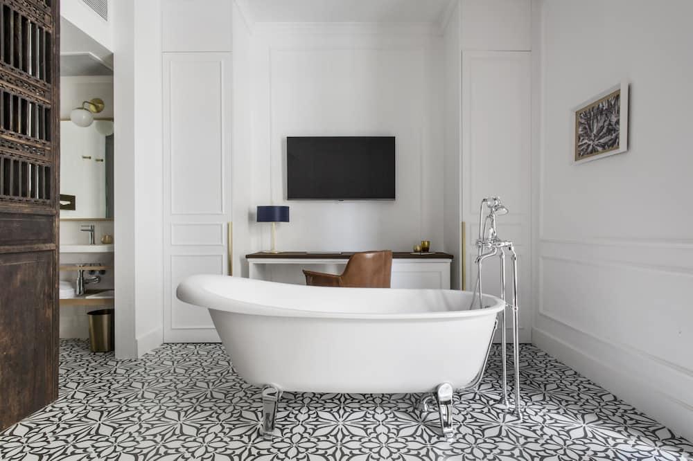 Exclusive Suite - Bathroom