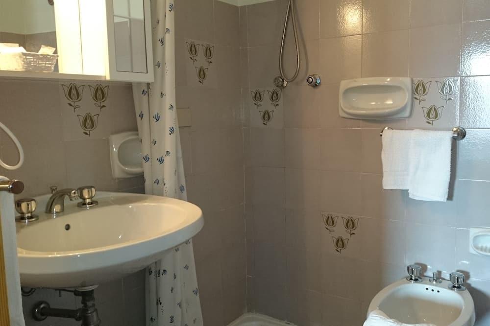 Classic Tek Büyük Yataklı Oda - Banyo