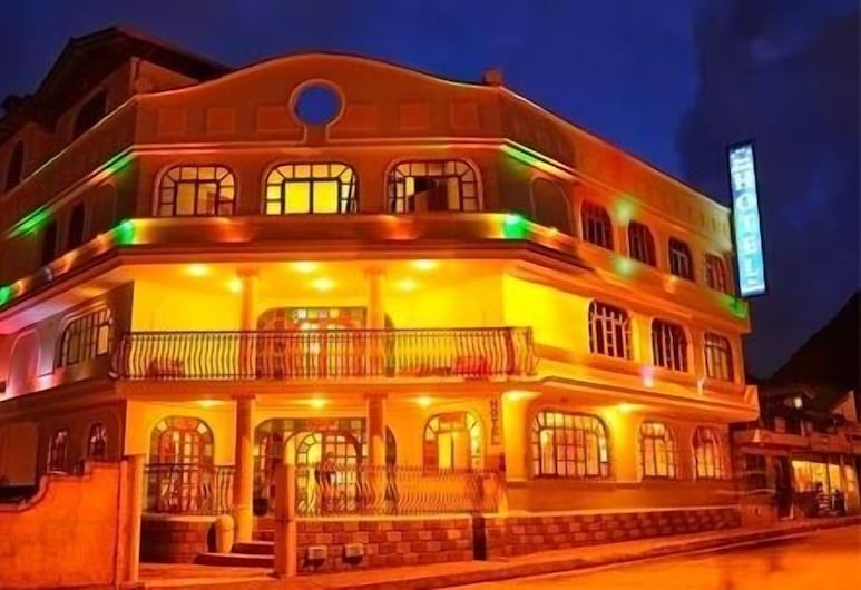 Hotel Donde Marcelo, Baños de Agua Santa, Pohľad na hotel – večer/v noci