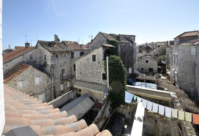 Palace Central Square, Trogir, Külaliskorter, vaade linnale, Tuba