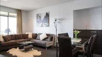 Picture of Harbour Town Apartment in Docklands