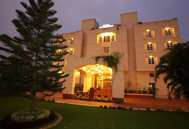 Hotel Paras Mahal, Udaipur, Hotel Front – Evening/Night