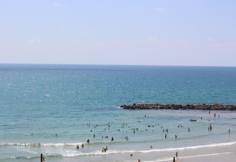 Apartment on the Beach, Haifa, Pludmale