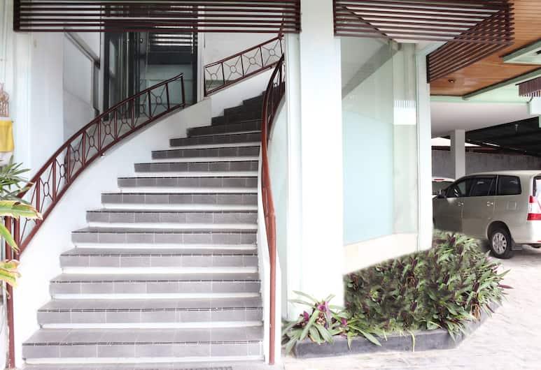 Airy Nusa Dua Bypass Ngurah Rai Bali, Nusa Dua, Staircase