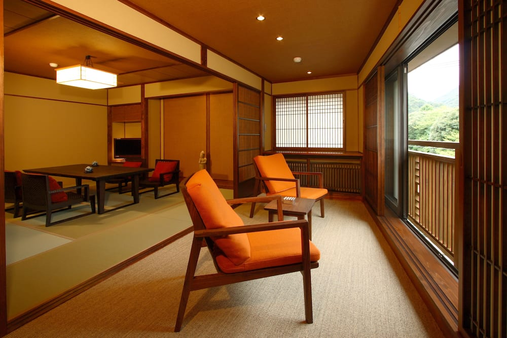 Japanese Style Superior Room with Shared Bathroom and River View (Steak Dinner) - Living Area