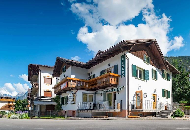 朱斯蒂娜美布雷酒吧酒店, Auronzo di Cadore, 外觀