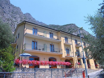 Enter your dates to get the Limone sul Garda hotel deal