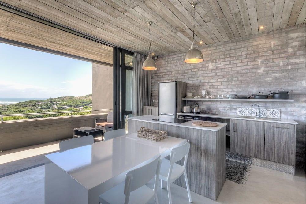 Семейный люкс, 2 спальни (2 Bed 2 Bath) - Обед в номере