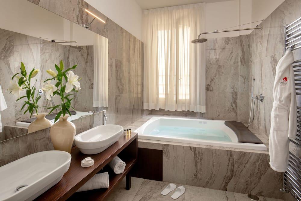 Family Studio Suite - Private spa tub