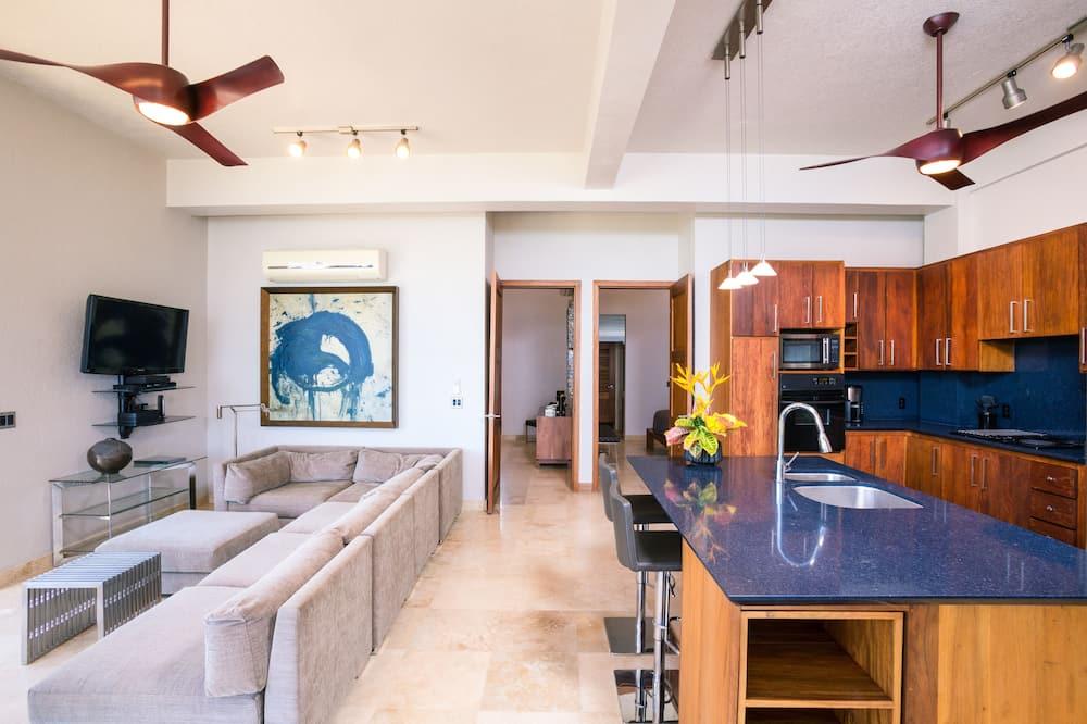 Luxury Suite, 2 Bedrooms, Ocean View - Living Area