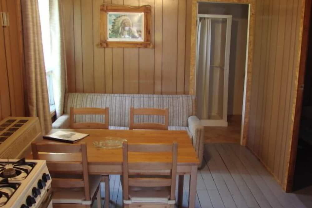 Cabane, 2 chambres (Cabin #6) - Restauration dans la chambre