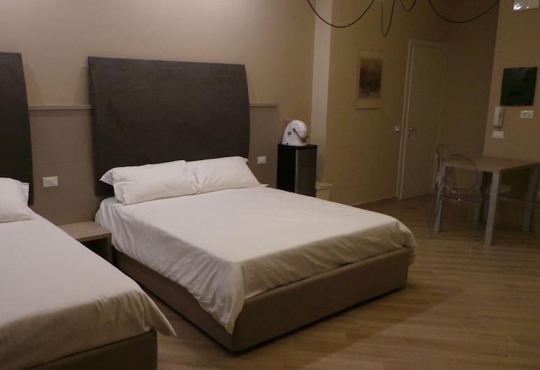 Marbia Guest House, Bologna, Camera tripla, bagno condiviso, Camera
