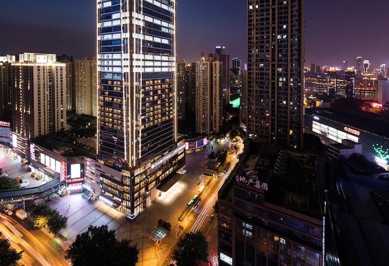 DoubleTree by Hilton Hotel Chongqing Nan'an, Чунцин, Фасад отеля вечером/ночью