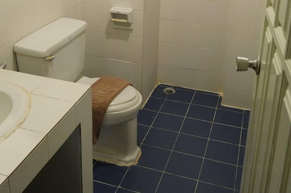 Standard Room - Phòng tắm