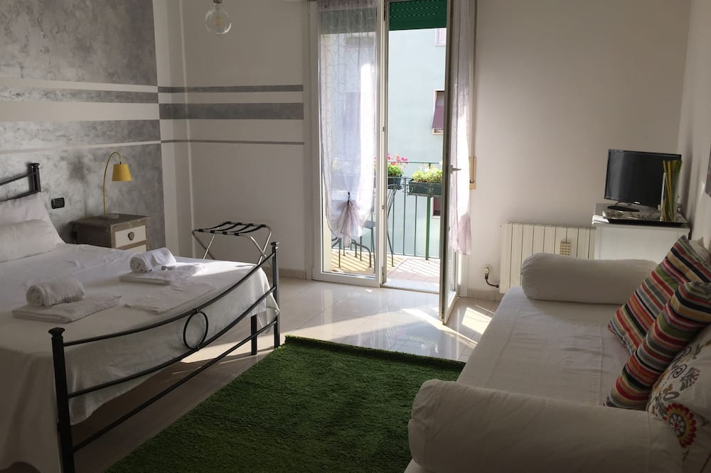 Double Room, Shared Bathroom - Guest Room