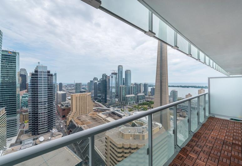 Grand Royal Condos - CN Tower, Toronto, Deluxe Condo, 2 Bedrooms, Kitchen, Balcony
