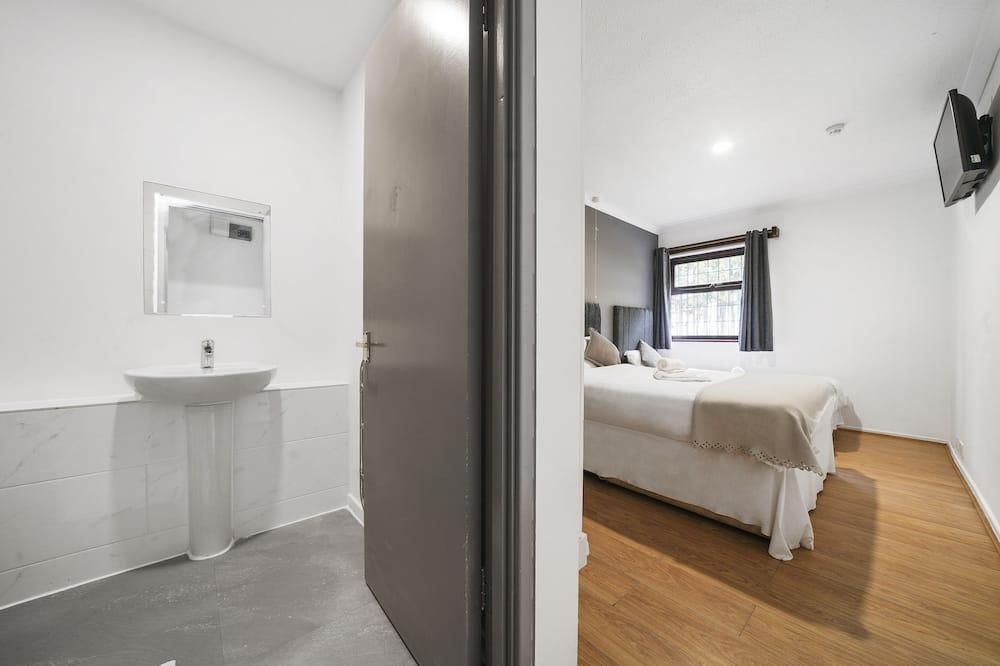 Dvojlôžková izba, 1 dvojlôžko, bezbariérová izba, výhľad do údolia - Kúpeľňa