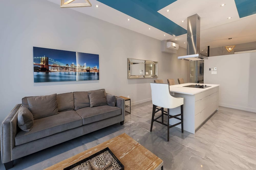 Apartment, 2 Bedrooms (1301) - Living Room