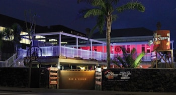 Picture of Shooters Saloon Bar Hotel & Cabins in Auckland