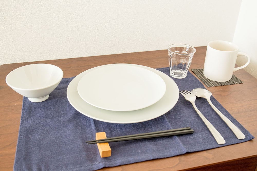 Triple Room - Tempat Makan dalam Bilik