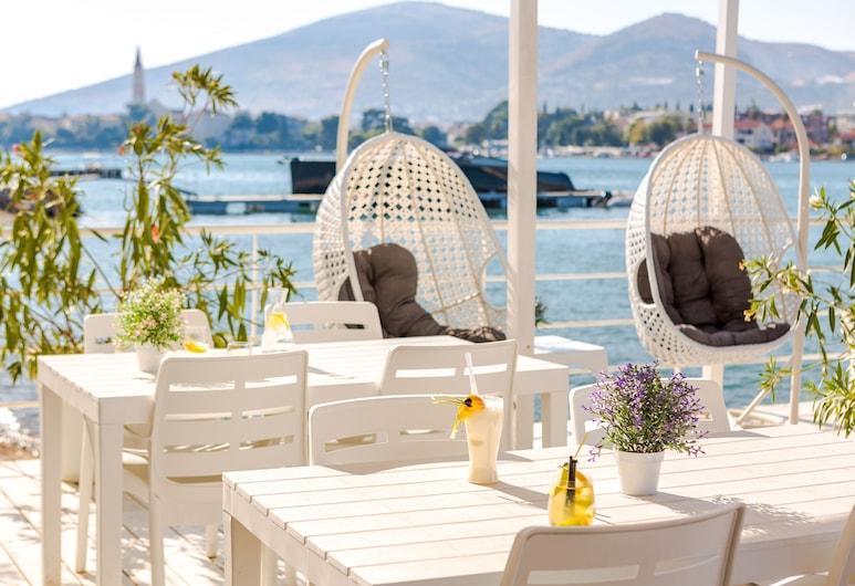 Hotel Brown Beach House & Spa, Trogir, Hotel bár