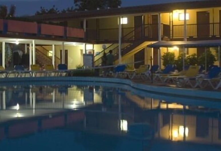 Casas Oasis, Cardenas, Pohľad na hotel – večer/v noci