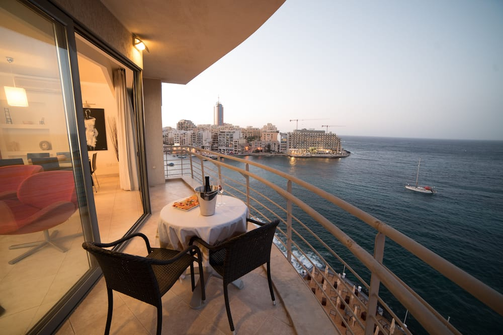 Superior Apartment, 2 Bedrooms, City View, Oceanfront - Terrace/Patio