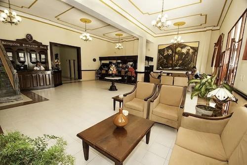 伊絲拉祖爾羅雅頓飯店/