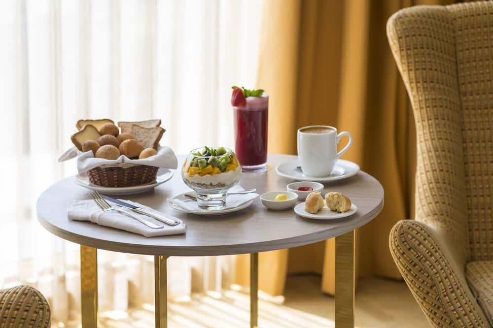 Habitación doble empresarial, 1 cama Queen size - Servicio de comidas en la habitación