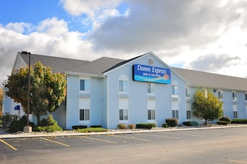Picture of Dunes Express Inn & Suites in Hart
