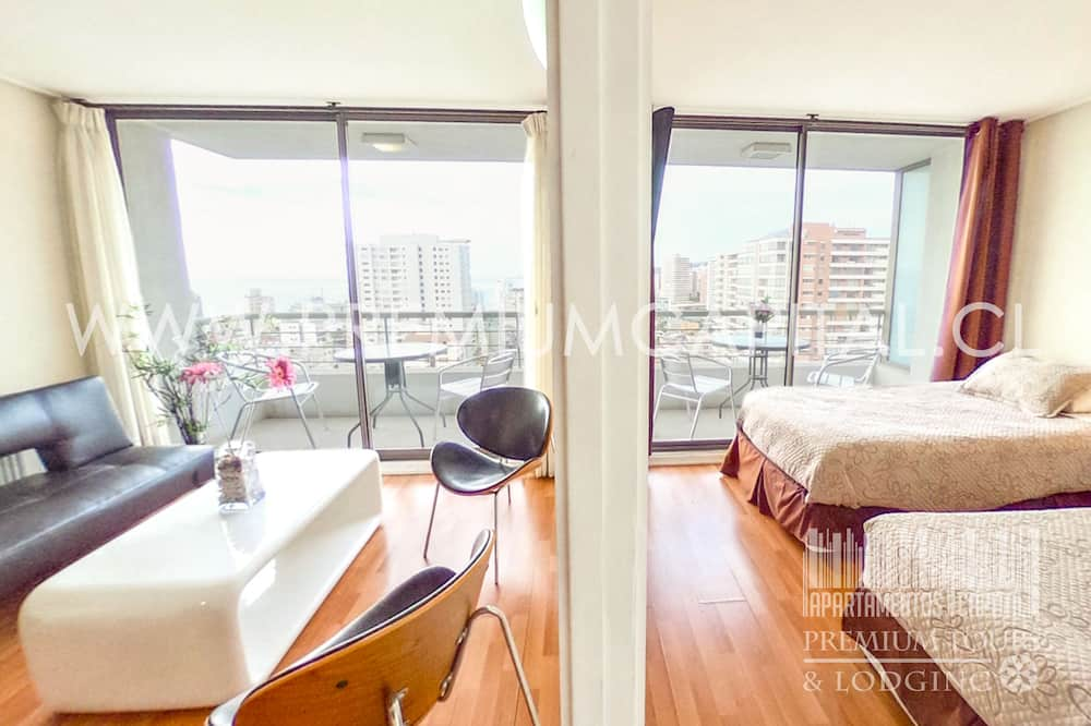 Apartamento Superior, 2 Quartos, Varanda, Vista Mar Parcial - Área de Estar
