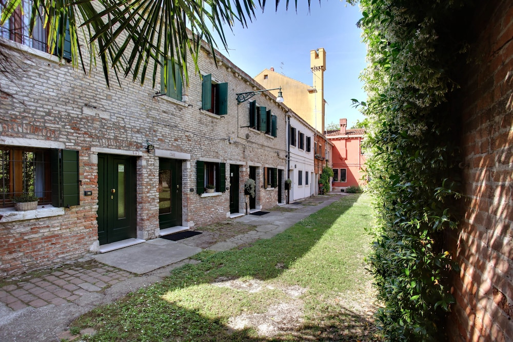 Book Garden Houses Apartment in Venice | Hotels.com
